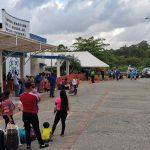Cierre temporal del muelle de cabotaje en La Ceiba deja decenas de turistas varados