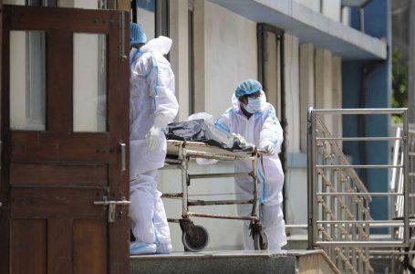 India supera los 200.000 decesos por coronavirus