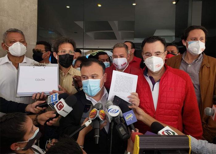 Existen denuncias por tráfico de credenciales en movimientos de Zelaya y Banegas: secretario CNE