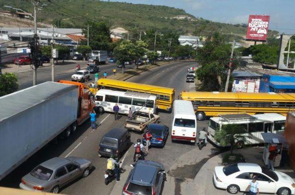 Transporte urbano anuncia paro a nivel nacional para este martes