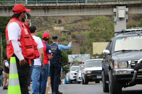 Entre extensas filas de vehículos, hondureños regresan de sus vacaciones de Semana Santa