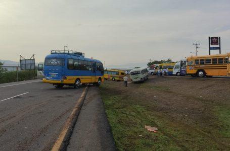 Sin acuerdo transporte y Gobierno, mientras algunos ejes carreteros siguen bloqueados