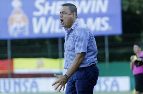 Jhon Jairo López dejó la dirección técnica del Platense tras goleada del Olimpia