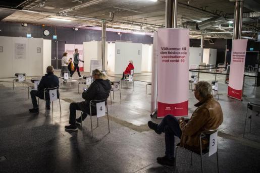 Cientos de vacunas terminan en la basura en Suecia por el rechazo a AstraZeneca