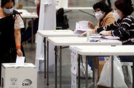 Ecuatorianos acuden a las urnas para elegir al nuevo presidente
