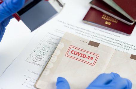 Reino Unido abre la puerta al «pasaporte Covid»