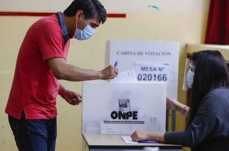 Perú acude a las urnas en medio de un récord de muertes por la pandemia