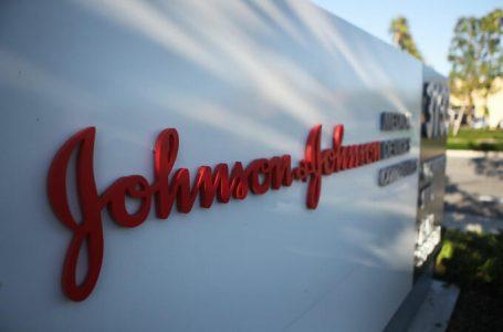 Recomiendan en EU una «pausa» en uso de vacuna de Johnson & Johnson por temor a coágulos de sangre
