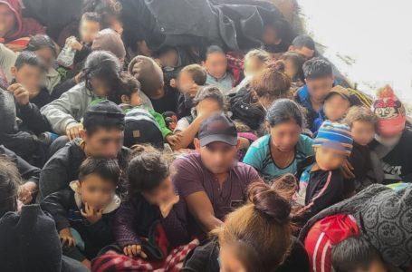 Rescatan a 57 migrantes hondureños hacinados en un camión en México