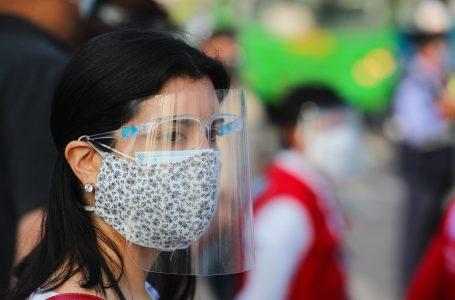 Recomiendan usar doble mascarilla para prevenir en un 97.8% el contagio
