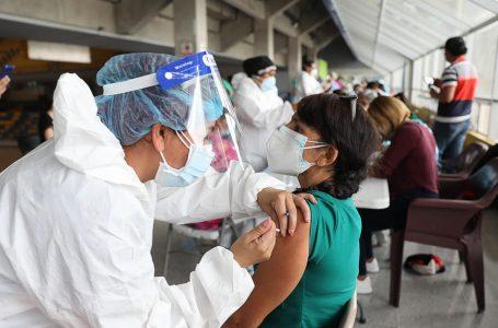 """""""No nos detendremos hasta que todos los hondureños estén inmunizados"""", asegura Presidente Hernández"""