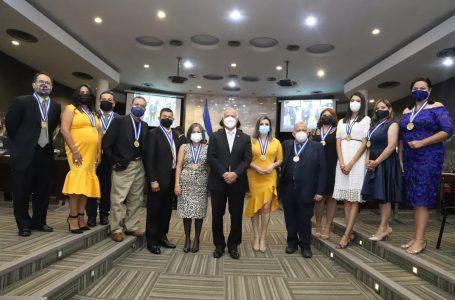 CN hizo entrega de los Premios Parlamentarios 2021 a destacados periodistas