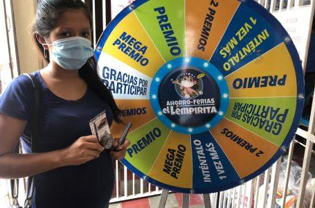 Ruleta Ganadora de Banasupro entregó premios a consumidoras de Florida, Copán