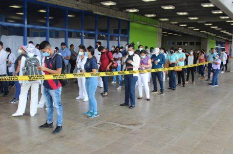Honduras debe vacunar mediante cita para evitar aglomeraciones, según galeno