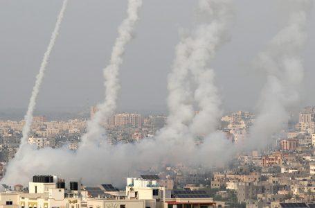 Hamás ataca Israel con cohetes tras ultimátum para retirar tropas de dos puntos de Jerusalén