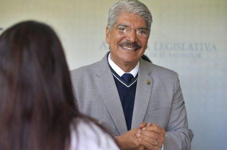 El Salvador ordena arresto del ex diputado Norman Quijano de Arena