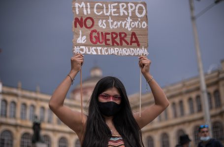 Colectivos feministas de Colombia protestan contra la violencia sexual sufrida durante el paro nacional