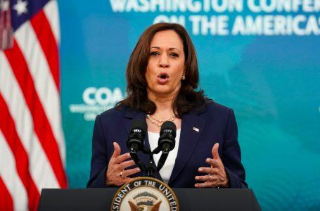 Vicepresidenta Harris dice que EEUU «debe responder» ante destituciones en El Salvador