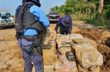 Autoridades encuentran 1.3 toneladas de droga enterradas en Colón