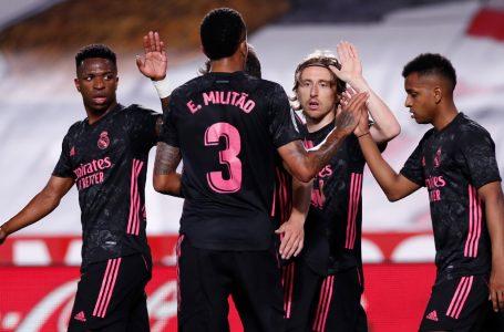 Real Madrid goleó al Granada y no se despega de la lucha por el título