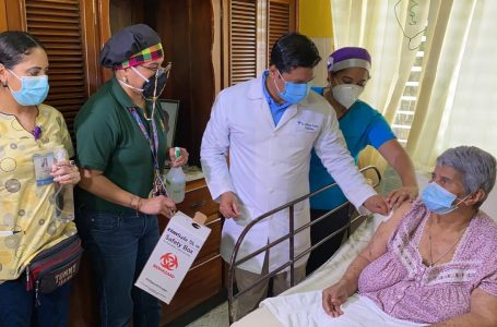 Salud promete acudir a barrios y colonias para culminar vacunación en adultos mayores de Cortés