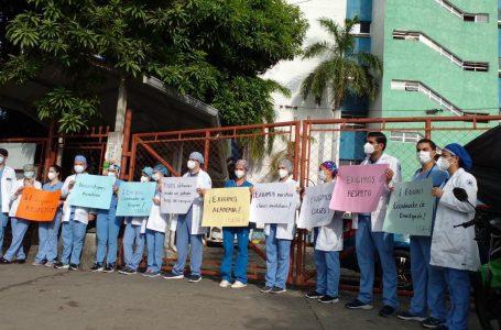Médicos residentes protestan y abandonan salas de hospitalización en SPS