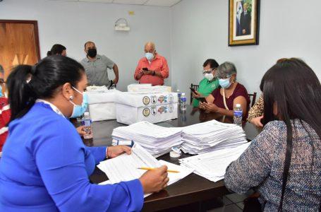 Maestros presentan iniciativa ciudadana al Congreso Nacional