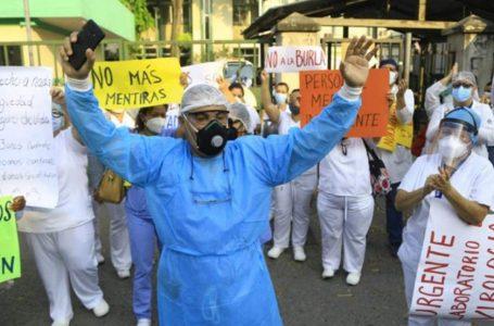 Personal de salud amenaza con salir a las calles a protestar ante mal manejo de la pandemia