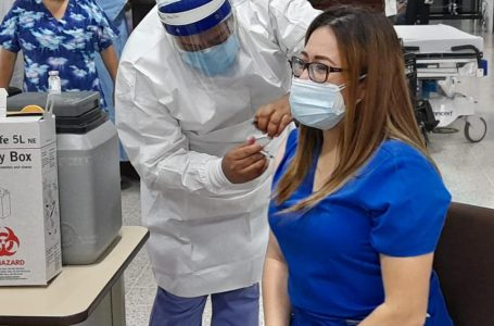 Más de un centenar de auxiliares de enfermería se han negado a recibir vacuna anticovid
