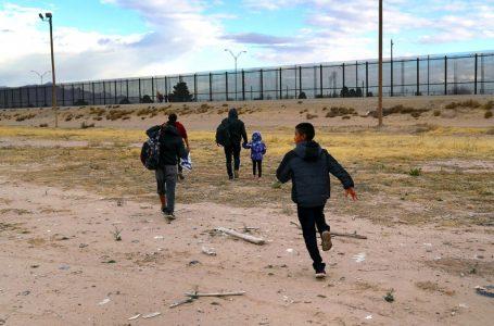 Administración Biden identificará a familias migrantes en México para que puedan entrar a EE.UU