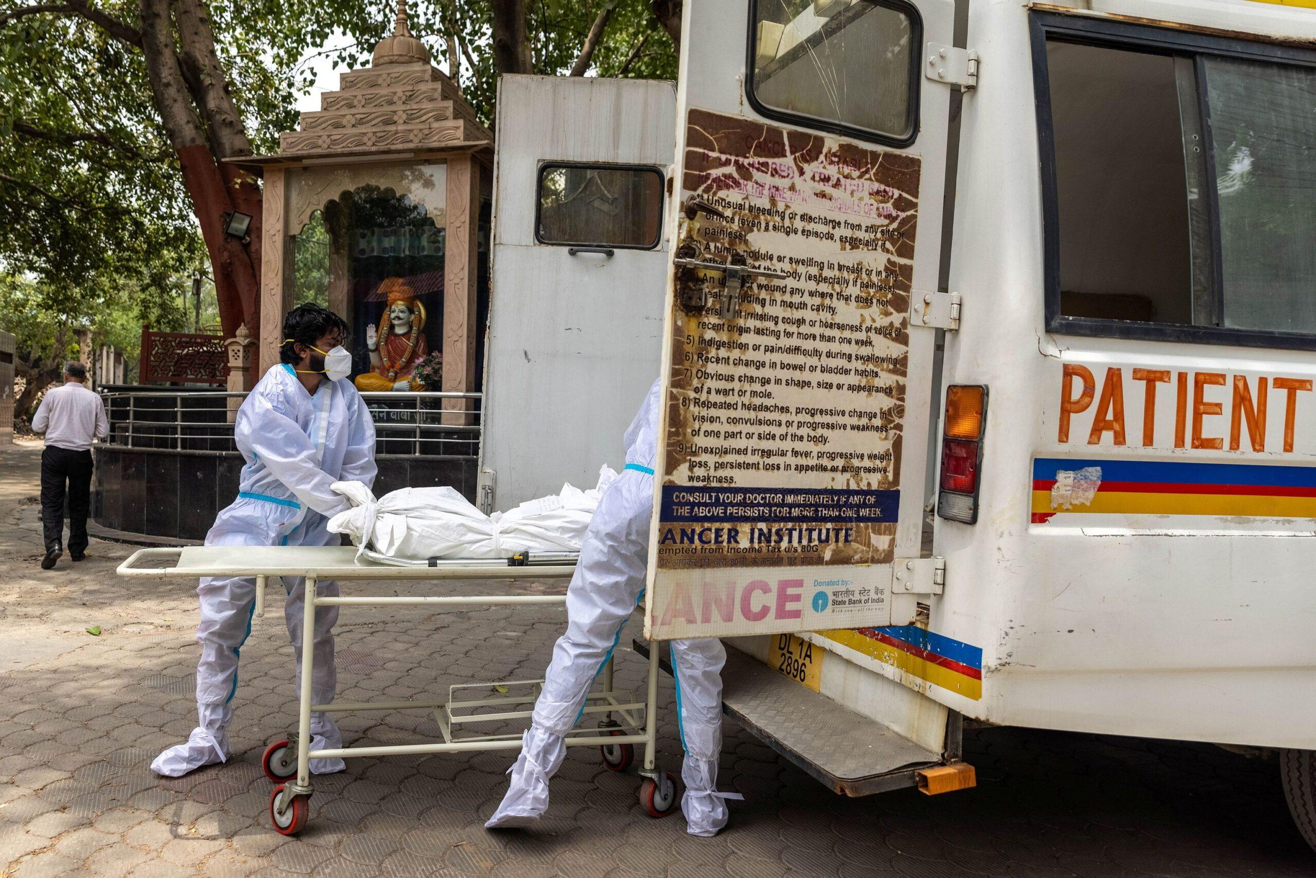 India registró un nuevo récord de muertes diarias por coronavirus 6,148 en las últimas horas