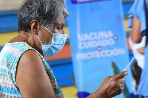 Salud asegura que segunda dosis de vacuna anticovid será aplicada en el tiempo establecido