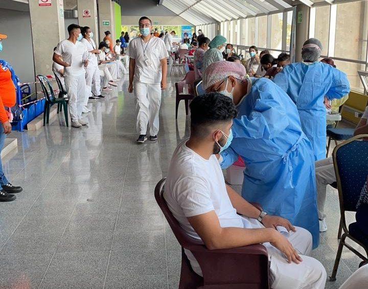 Avanza jornada de vacunación contra el COVID para estudiantes y docentes de Salud