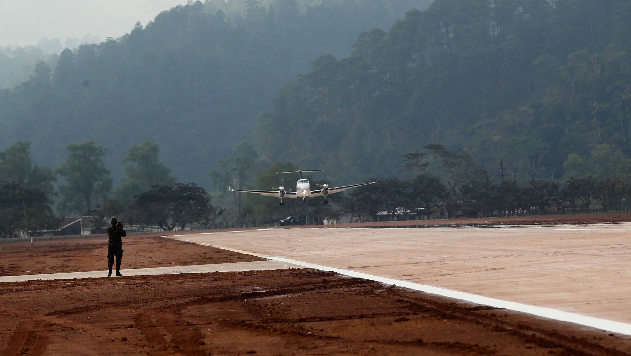 Honduras reactivará siete aeródromos para promover más el turismo interno