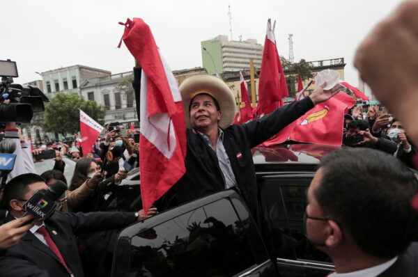 Finaliza conteo en Perú: izquierdista Castillo derrota a Fujimori en las presidenciales