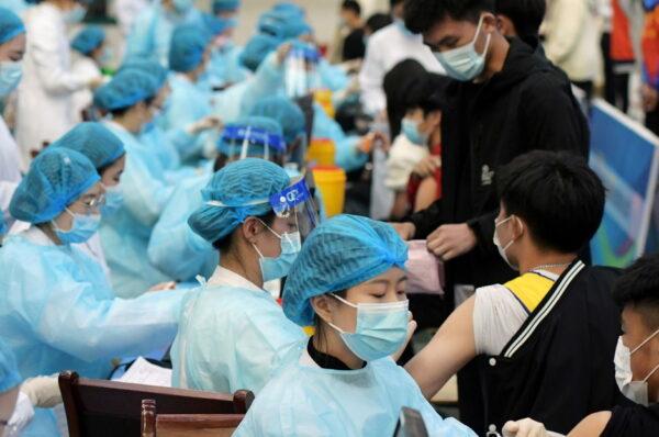 China se convierte en el primer país en aplicar 1.000 millones vacunas contra el Covid-19
