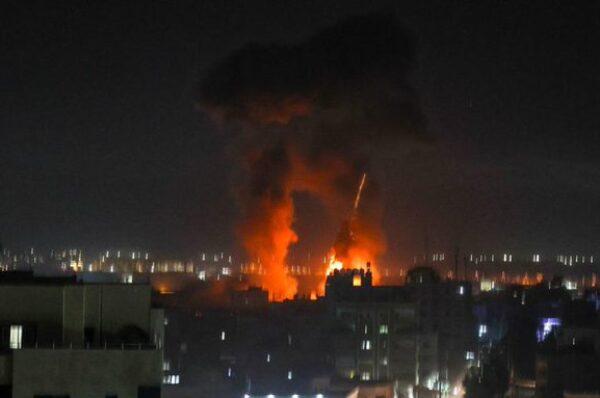 Estrenando un nuevo gobierno, Israel vuelve a atacar Gaza y viola el alto el fuego