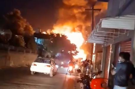 Voraz incendio destruye varias viviendas en el barrio Las Crucitas de la capital