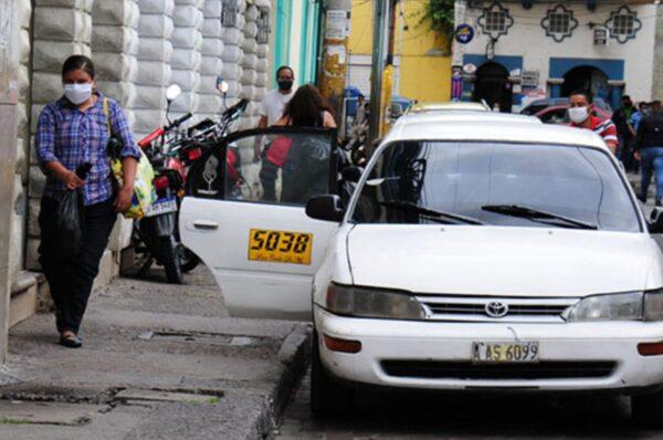 Taxistas amenazan con paro nacional para el próximo lunes