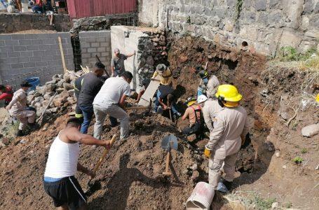 Bomberos rescatan a dos obreros que habían quedado soterrados en la capital