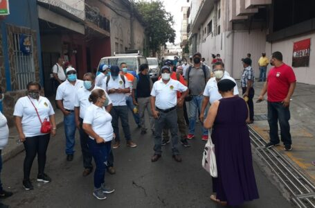 Empleados públicos de al menos 26 instituciones protestan y exigen pago de quinquenios