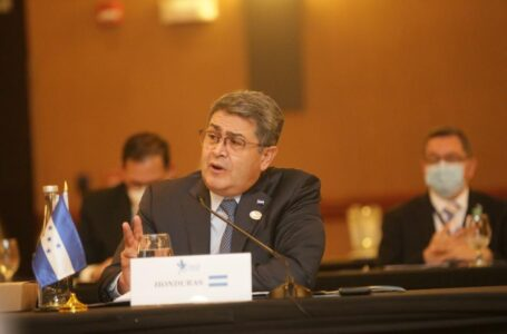 Presidente Hernández defiende nuevamente su gestión contra los narcos en Cumbre de SICA-España
