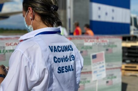 Segunda dosis de Moderna se aplicará a los 28 días, «porque hay suficientes vacunas»