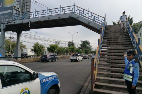Policía insta a los peatones a respetar las señales de tránsito para evitar accidentes viales