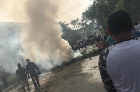 Desalojan con gas lacrimógeno a pobladores que protestan por reparación de bordos en Cortés