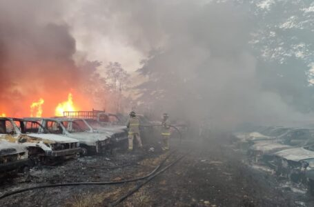 Incendio destruye alrededor de 60 vehículos en plantel de Tránsito de SPS