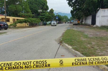 Encuentran a tres personas muertas en la paila de un vehículo en SPS
