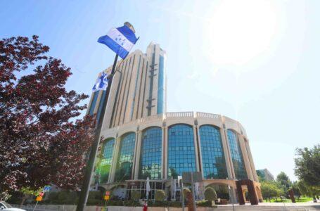 Bandera de Honduras ya flamea en su embajada en Jerusalén que será inaugurada este jueves