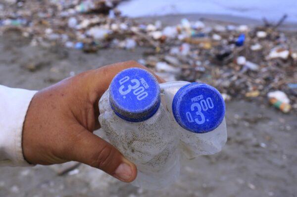 """Honduras pide a Guatemala evitar """"crisis ambiental"""" por basura del río Motagua"""