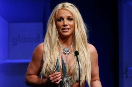 Britney Spears se disculpa con sus fans por fingir que 'todo iba bien'